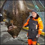 70 летний пенсионер выловил 220 килограмовую рыбу
