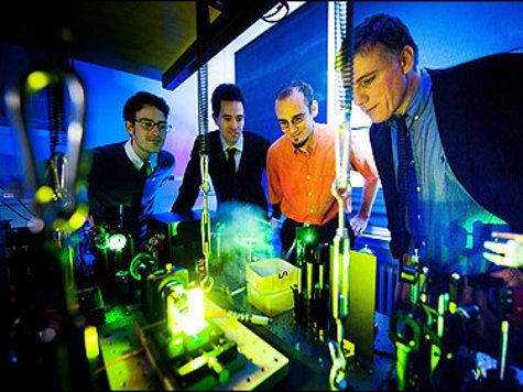 Германские физики открыли новый источник света - конденсат Бозе-Эйнштейна, состоящий из фотонов.