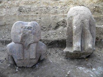 В Луксоре были найденны два фрагмента древней статуи