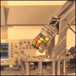 Студентами был создан робот способный собрать кубик Рубика за 15 секунда