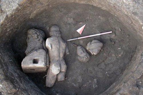 При раскопках в Риме были обнаруженны фрагменты древних статуй