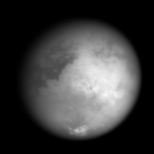 В атмосфере Титана нашли перистые облака