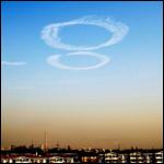 В Нанкине образовался большой провал на дороге, а на небе появились облака в виде колец