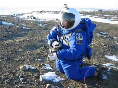 Специалисты NASA испытывают новый скафандр в экстремальных условиях