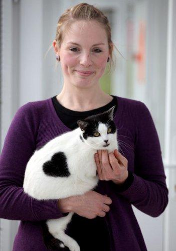 В Англии живет уникальная кошка с сердечком на боку