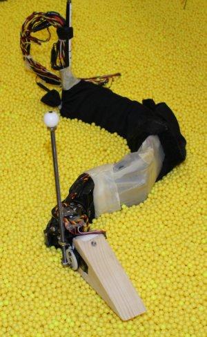 Был создан робот который может зарываться в зернистый грунт