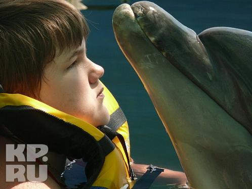 Дельфин вылечил слепую девочку. КрымФАН.