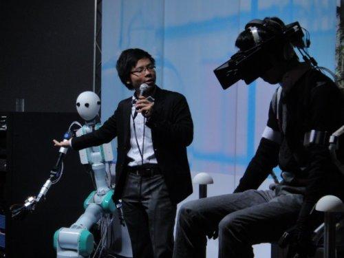 Специалисты токийского университета Кэйо разработали человекоподобного робота, которым можно управлять от первого лица
