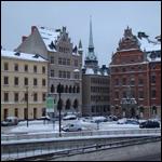 В Стокгольме жители небольшой улочки регулярно наблюдают над своими домами необычный летательный объект