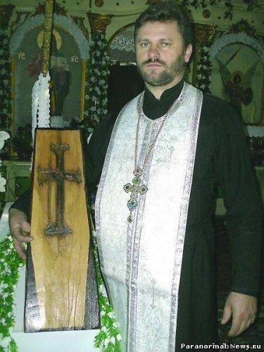 Крест внутри дерева