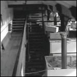 На магазинную камеру заснят призрак, скидывающий коробки