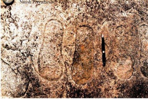 """В Индии изучают каменные """"следы пришельцев"""""""