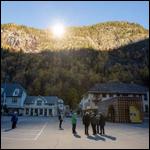 Норвежский город осветили зеркалами