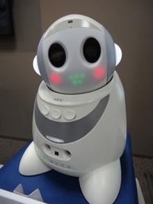 Японский робот-компаньон стал настольным