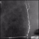 Вулканические молнии научились получать в лаборатории