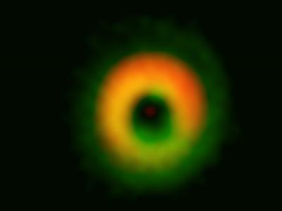 В созвездии Волка рождается колоссальная планетная система