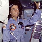 Роскосмос похвалил женщин за желание осваивать околоземную орбиту