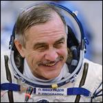 Самого пожилого российского космонавта пообещали снова отправить на орбиту