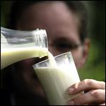 Потребление молока связали с повышенным риском переломов