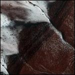 В NASA показали заледеневшие скалы Марса