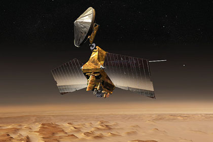 НАСА показало снимок льда на марсианских скалах