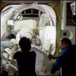 Астронавты 42/43-й экспедиции МКС окончательный раз вышли в космос