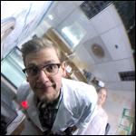Осьминог отказался рисоваться для ученого и начал совлекать его на камеру