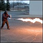 В USA создали огнемет для работ в саду