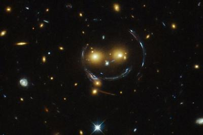 Астрофизики разглядели перстень Эйнштейна от несовершеннолетний галактики