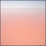 Озеро в Турции окрасилось в красный цвет