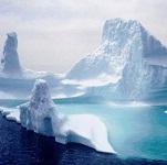 Айсберг с небольшую страну отделился от континента в Антарктиде
