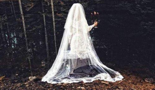 Призрак невесты пугает автомобилистов