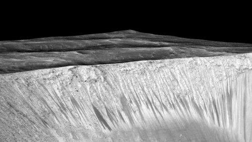 Новые данные со спутников показали отсутствие жидкой воды на Марсе