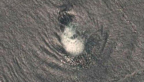 У побережья Центральной Америки зафиксировали НЛО всплывающее из воды