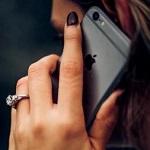 Никогда не разговаривайте по телефону, который в это время заряжается
